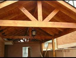 Maestro en construccion de cobertizos en madera